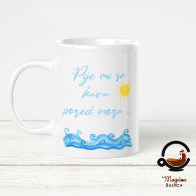 BIjela šalica pije mi se kava na moru